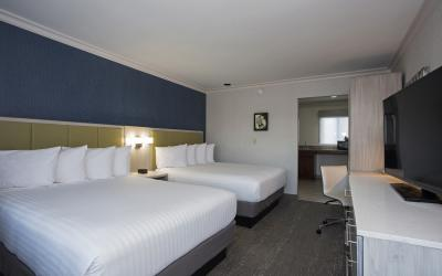 Santa Monica Hotel room with 2 Queen beds